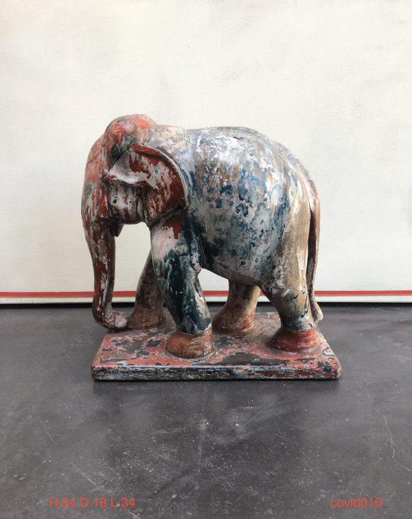 Gekleurde houten olifant