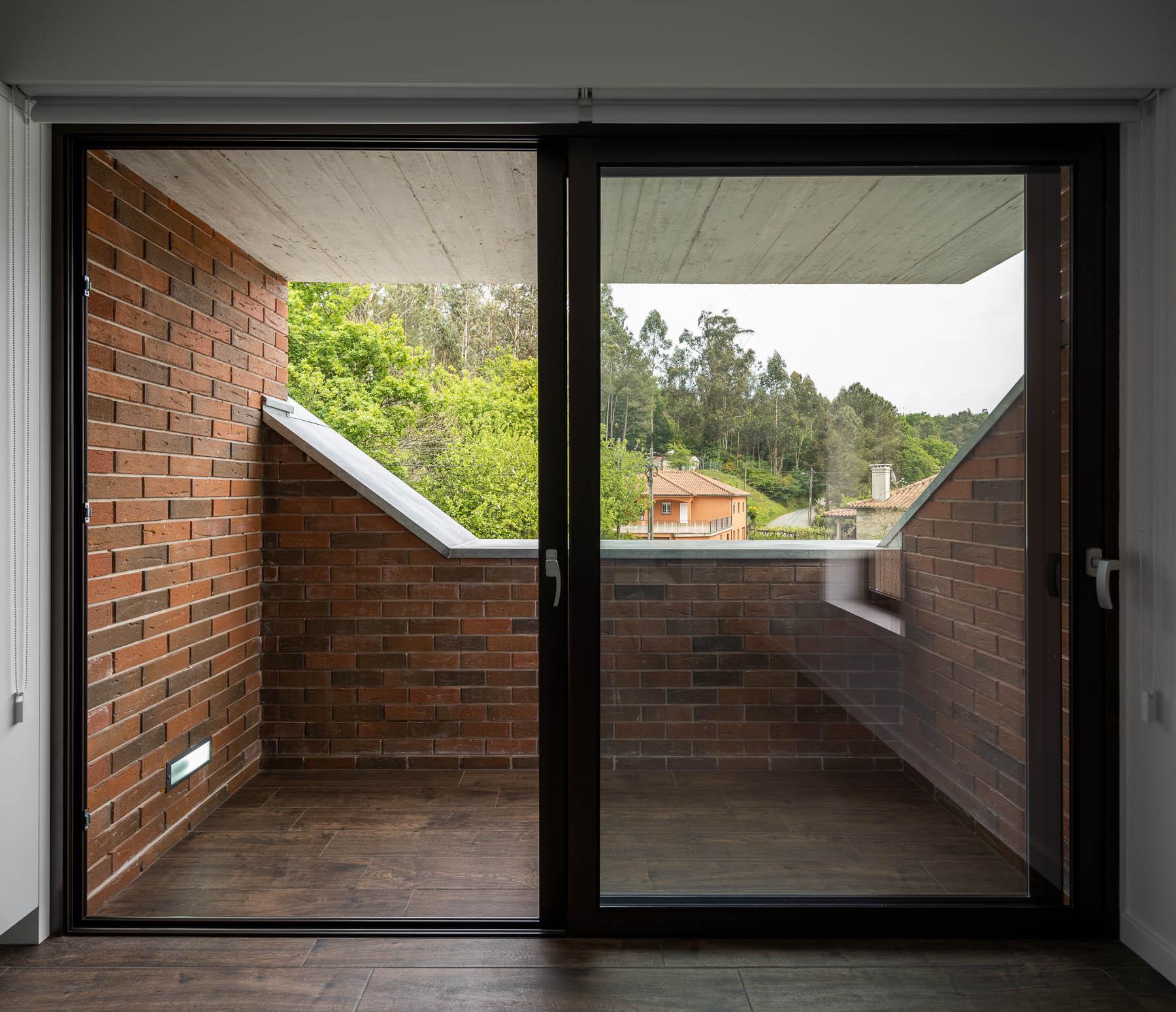 Moradia Box em Paredes de Coura do Arquitecto Tiago Sousa e foto