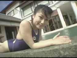 西田麻衣 紺の競泳水着