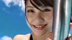 岸明日香 ムチムチ競泳水着で飛び跳ねておっぱい揺らしたり