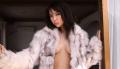 石川恋 ノーブラに毛皮のコートを羽織って誘惑