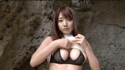 池田愛恵里 白いボディコン脱いで黒下着でエロポーズ