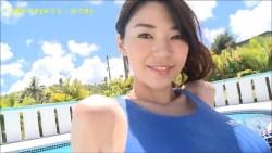 三浦はづき 競泳水着でむっちりボディプールで見せる
