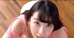 紺野栞 上目遣いで巨乳見せながらいやらしくアイスを舐める