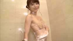 内田理央 お風呂でセクシーに身体を洗う