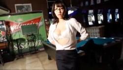 今野杏南 眼鏡スーツの美女が白ランジェリーになって誘惑