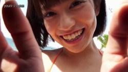 大澤玲美 オレンジビキニで元気よくプールで遊ぶ