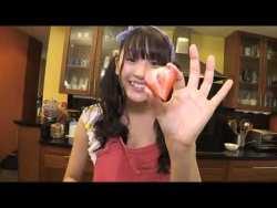 浅川梨奈 ツインテール美少女がビキニにエプロンをしてケーキ造りをする姿が可愛すぎる