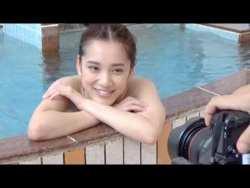 都丸紗也華 銭湯で色白なエロボディ見せながらグラビア撮影