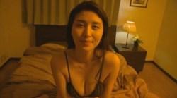 橋本マナミ 夜のベッドで黒ランジェリーの美女が色気全開で誘惑してくる