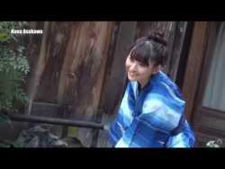 浅川梨奈 美少女が温泉旅館で色んなビキニや洋服着てグラビア撮影