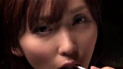 吉木りさ 雑居ビルで飴を舐めながらいやらしくランジェリー姿になって誘惑してくる美女