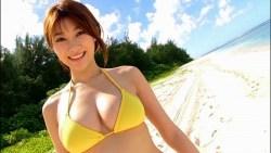 原幹恵 ビキニ姿の美女とビーチでたっぷりエロい身体見せつけてくる