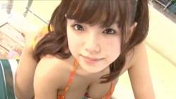 篠崎愛 ツインテール美少女がプールで爆乳たっぷり見せつけてくる