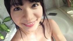 星名美津紀 お風呂で爆乳揺らしながらいたずらっぽい笑顔で擬似手コキ
