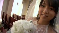 篠崎愛 教会でのミニスカウェディング姿がとってもかわいい