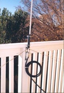 Vertical antenna feed coax