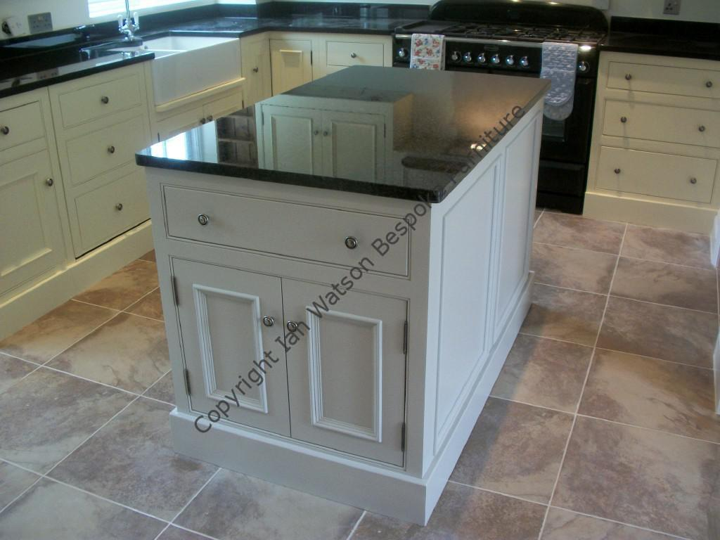 freestanding kitchen island thermofoil cabinets kitchens islands