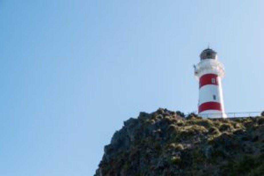 Ce phare projette un rayon lumineux visible jusqu'à 48 kilomètres.