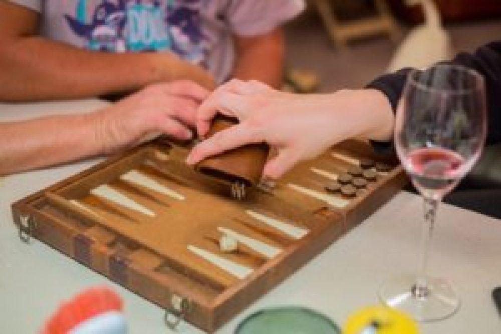 Une partie de Backgammon avec Jérémy.