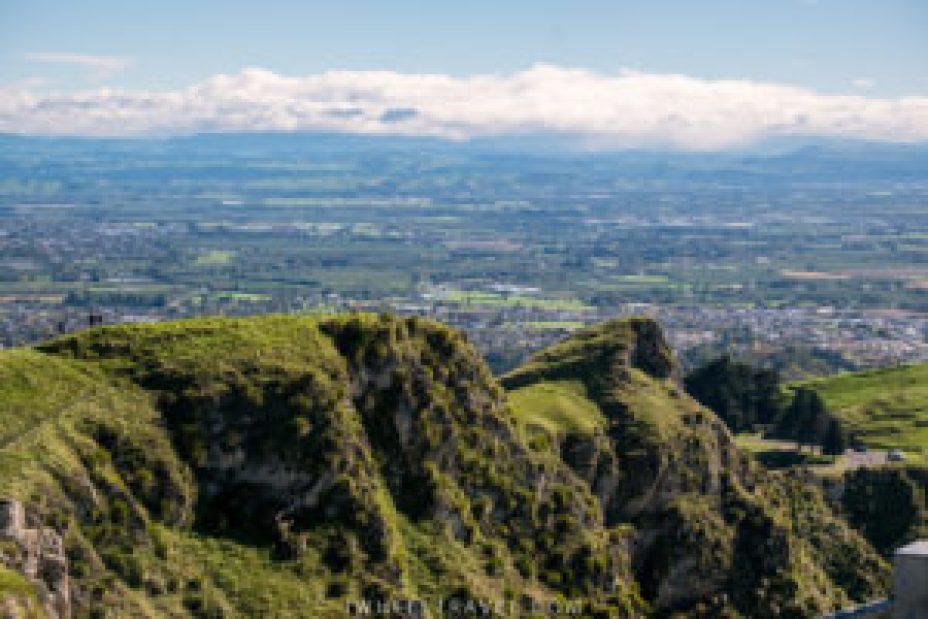 Impossible en fauteuil roulant mais pour les autres il est possible d'aller marcher sur la crête de Te Mata Peak.