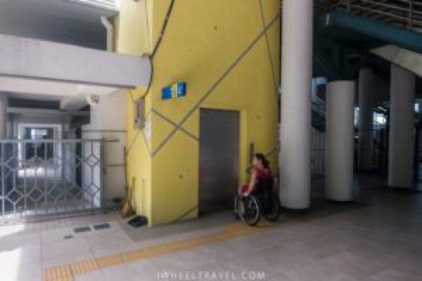 L'ascenseur pour accéder au quai.