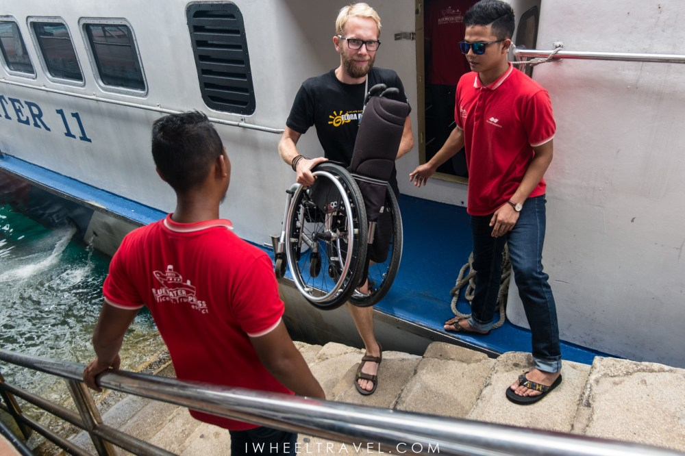 2 steps to embark and disembark: first Franck handles the wheelchair and, then, he comes back to help me.