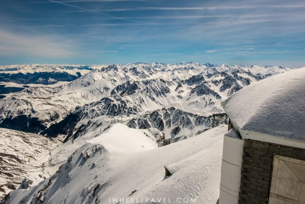 La vue depuis la terrasse du Pic du Midi.