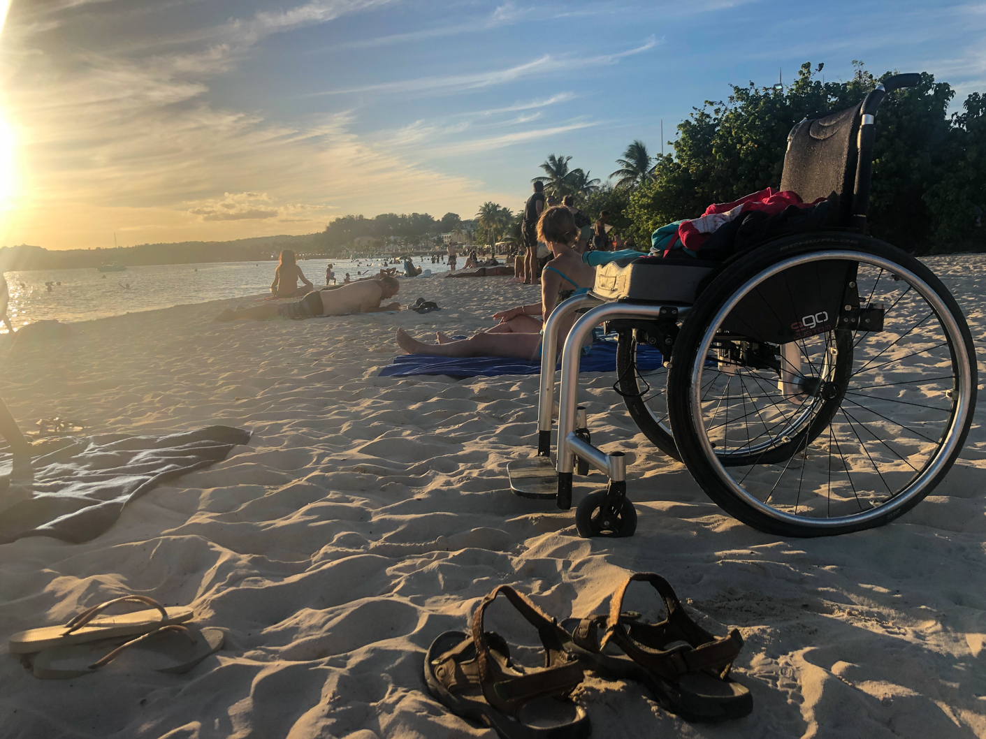 plage guadeloupe fauteuil roulant
