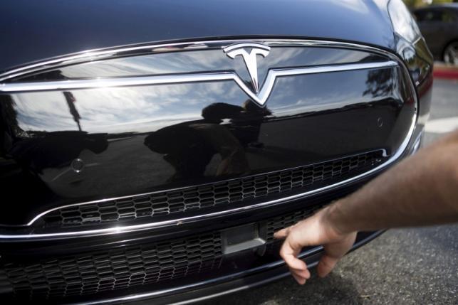В Tesla рассматривают работу системы автоматического торможения отдельно от работы функции Autopilot