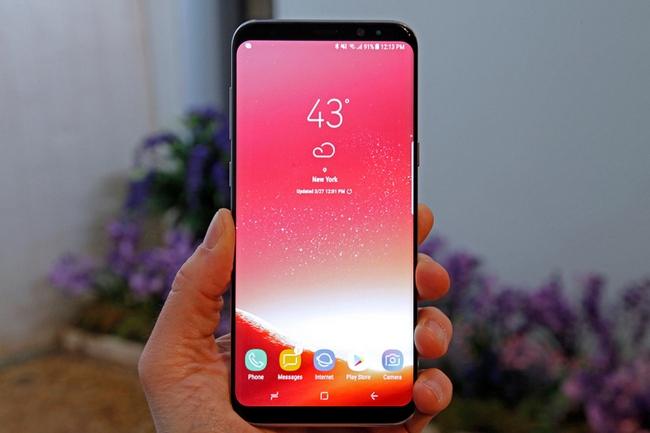 Красноватый оттенок дисплея Samsung Galaxy S8 планируют убрать при помощи прошивки