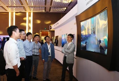 Samsung хочет создавать телевизоры, изогнутые по горизонтали и вертикали