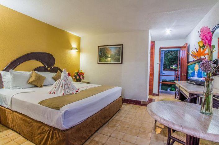 Qualton Ixtapa Hotel Todo Incluido Econmico Frente a la