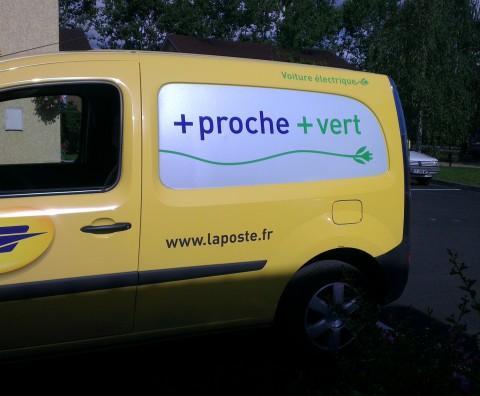 Passe le message à ton voisin - Crédit photo izart.fr