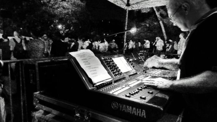 Silence radio chuuut - Crédit photo izart.fr