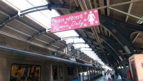 Un compartiment rose Women Only- Crédit photo izart.fr