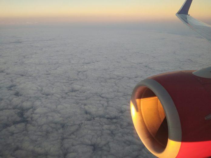 Les moteurs de l'avion couvrent largement ma voix - Crédit photo izart.fr