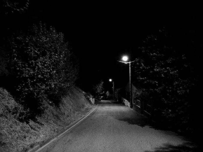 Avec un lampadaire tous les 20 mètres - Crédit photo izart.fr