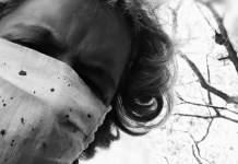 Le masque criblé de ciment - Crédit photo izart.fr