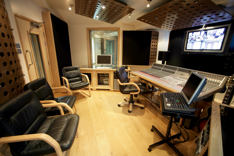 Ten21 Recording Studios  UK  iZ Technology