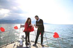Mutluluk Teknesi Tuğçe Selim İzmir Organizasyon 7 - Teknede Evlenme Teklifi Organizasyonu