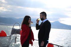 Mutluluk Teknesi Tuğçe Selim İzmir Organizasyon 8 - Teknede Evlenme Teklifi Organizasyonu