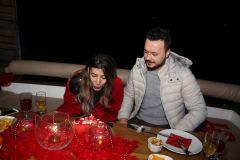 izmir tekne kiralama 16 - Teknede Doğum Günü Organizasyonu Ve Sevgililer Günü Kutlama Organizasyonu