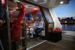 havai fisek esliginde surpriz evlenme teklifi organizasyonu izmir tekne kiralama 8 - Havai Fişek Eşliğinde Evlenme Teklifi Organizasyonu