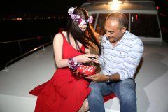 izmir tekne kiralama 1 - Hıdırellez'de Teknede Havai Fişek ile Evlenme Teklifi Organizasyonu