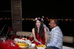 izmir tekne kiralama 17 - Hıdırellez'de Teknede Havai Fişek ile Evlenme Teklifi Organizasyonu