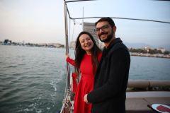 palyaco hediye servisiyle baslayan yatta evlenme teklifi organizasyonu izmir tekne kiralama 11 - Palyaço Hediye Servisiyle Başlayan Yatta Evlenme Teklifi Organizasyonu