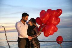 teknede suni kar ile evlenme teklifi organizasyonu izmir tekne kiralama 10 - Teknede Suni Kar İle Evlenme Teklifi Organizasyonu