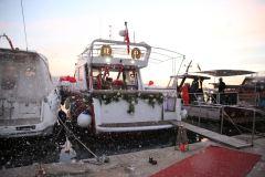 teknede suni kar ile evlenme teklifi organizasyonu izmir tekne kiralama 5 - Teknede Suni Kar İle Evlenme Teklifi Organizasyonu