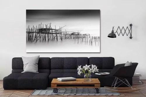 tableau noir et blanc village de pecheurs